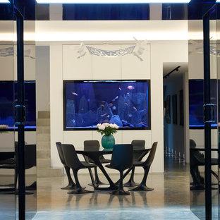 Offenes, Mittelgroßes Modernes Esszimmer mit weißer Wandfarbe, Betonboden und grauem Boden in London