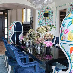 Idee per una grande sala da pranzo aperta verso la cucina eclettica con pareti multicolore, nessun camino e pavimento blu
