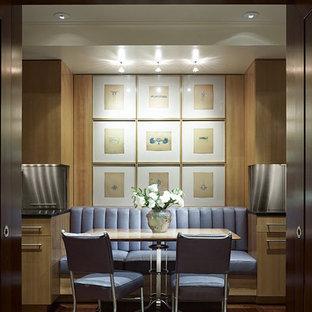 Esempio di una sala da pranzo minimal con parquet scuro