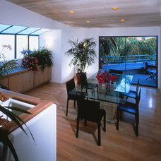 Modern Dining Room by Ron Yeo, FAIA Architect