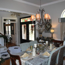 Traditional Dining Room by All 4 Show, LLC