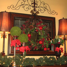 Traditional Dining Room Christmas Mantle