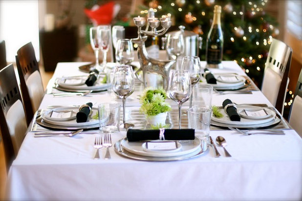 Traditional Dining Room Christmas tablescape