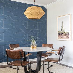 オースティンの小さいコンテンポラリースタイルのおしゃれなダイニング (マルチカラーの壁、濃色無垢フローリング、暖炉なし) の写真