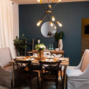 Inredning av ett modernt mellanstort kök med matplats, med blå väggar, mellanmörkt trägolv och gult golv