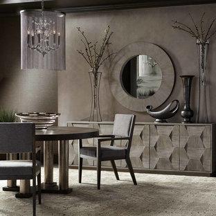 Foto di una sala da pranzo tradizionale chiusa e di medie dimensioni con pareti marroni, moquette, nessun camino e pavimento grigio