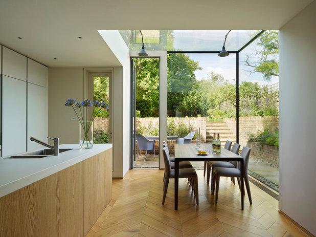 Moderno Sala da Pranzo by Kitchen Architecture