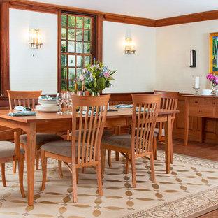 Ejemplo de comedor de cocina clásico, de tamaño medio, con paredes azules