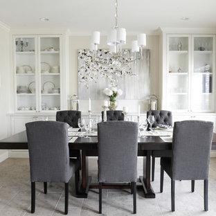 Idéer för ett mellanstort klassiskt kök med matplats, med beige väggar och klinkergolv i porslin