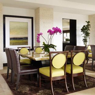 Ispirazione per una sala da pranzo tropicale con pareti bianche