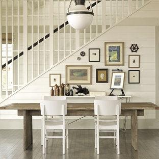 Inspiration för maritima matplatser, med vita väggar och mörkt trägolv