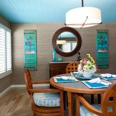Tropical Dining Room by Izumi Tanaka Photography