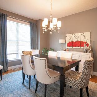 Ispirazione per una piccola sala da pranzo classica chiusa con pareti grigie, pavimento in legno massello medio e pavimento arancione