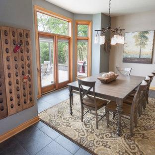 Esempio di una sala da pranzo aperta verso la cucina chic di medie dimensioni con pareti verdi, nessun camino, pavimento con piastrelle in ceramica e pavimento blu