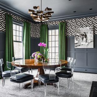Cette photo montre une salle à manger chic avec un mur gris, un sol en bois foncé, une cheminée standard et un manteau de cheminée en bois.