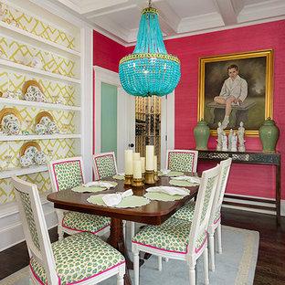 На фото: отдельная столовая среднего размера в стиле фьюжн с розовыми стенами, темным паркетным полом и коричневым полом с