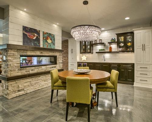 Sala da pranzo aperta verso il soggiorno classica con pavimento in ...