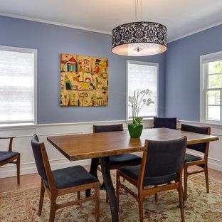 Immagine di una sala da pranzo minimal chiusa e di medie dimensioni con pareti blu, pavimento in sughero, nessun camino e pavimento beige