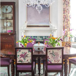 Cette photo montre une salle à manger chic fermée avec un mur violet, moquette, un manteau de cheminée en carrelage et un sol turquoise.