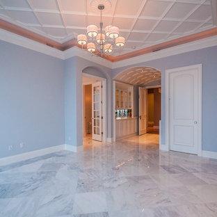 タンパの大きいトラディショナルスタイルのおしゃれな独立型ダイニング (グレーの壁、大理石の床、暖炉なし、白い床) の写真