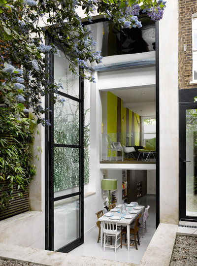 Trendy Spisestue by Dominic McKenzie Architects