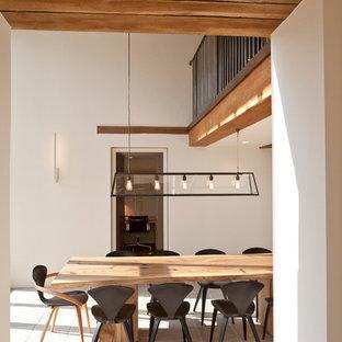 Ispirazione per una sala da pranzo minimal con pareti bianche e nessun camino