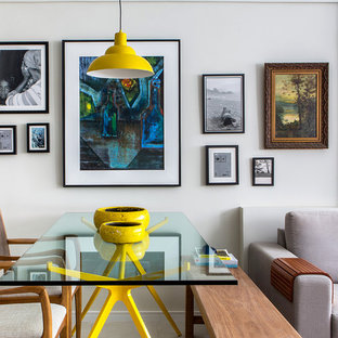 Foto di una piccola sala da pranzo aperta verso il soggiorno design con pareti bianche e pavimento con piastrelle in ceramica