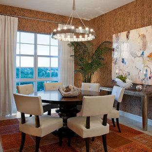 Foto di una sala da pranzo minimal con pareti marroni