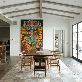 Inspiration för stora moderna kök med matplatser, med vita väggar och skiffergolv