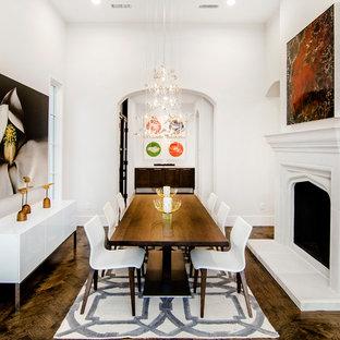 ダラスのコンテンポラリースタイルのおしゃれなダイニング (白い壁、無垢フローリング、標準型暖炉、漆喰の暖炉まわり) の写真