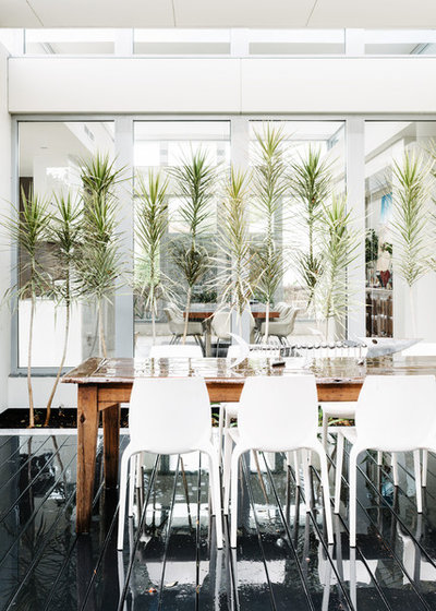 Contemporary Dining Room by Kim Pearson Pty Ltd
