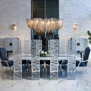 Ejemplo de comedor actual con paredes blancas y suelo de mármol