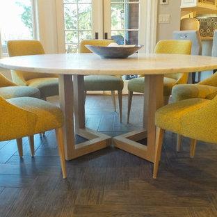 Immagine di una sala da pranzo aperta verso la cucina contemporanea di medie dimensioni con pareti grigie e pavimento in gres porcellanato