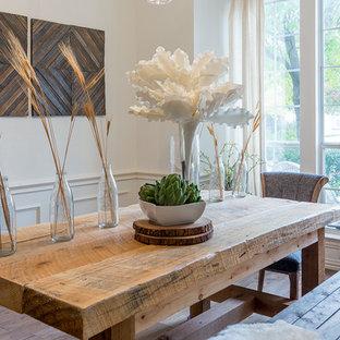 Immagine di una sala da pranzo aperta verso la cucina stile rurale di medie dimensioni con pareti bianche e parquet scuro