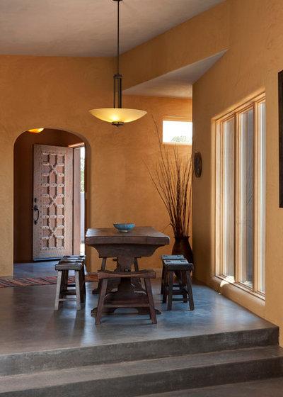 Amerikanischer Südwesten Esszimmer by Palo Santo Designs LLC