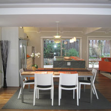 Modern Dining Room by Tali Hardonag Architect