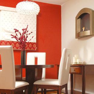Ispirazione per una sala da pranzo contemporanea con pareti rosse