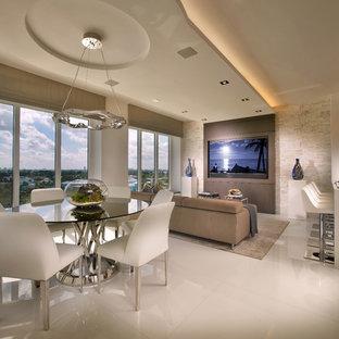 マイアミのコンテンポラリースタイルのおしゃれなLDK (セラミックタイルの床) の写真