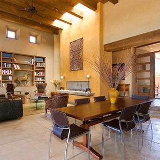 Ispirazione per una sala da pranzo aperta verso il soggiorno american style di medie dimensioni con pareti beige, pavimento con piastrelle in ceramica, camino lineare Ribbon e cornice del camino in intonaco