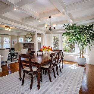 Imagen de comedor de estilo americano, grande, con paredes blancas, suelo de madera oscura y suelo marrón