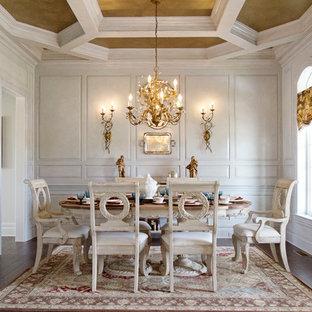 Источник вдохновения для домашнего уюта: отдельная столовая в викторианском стиле с белыми стенами и темным паркетным полом