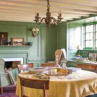 Cette photo montre une salle à manger nature fermée et de taille moyenne avec un mur vert, un sol en bois brun, une cheminée standard, un manteau de cheminée en bois et un sol marron.