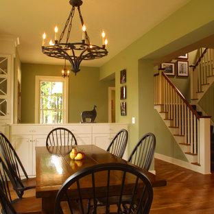Immagine di una sala da pranzo chic con pareti verdi