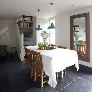 Ejemplo de comedor de estilo de casa de campo, pequeño, con paredes blancas