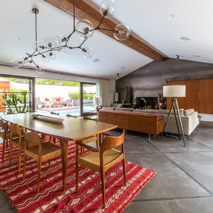 Inspiration för 60 tals matplatser med öppen planlösning, med vita väggar, betonggolv och grått golv