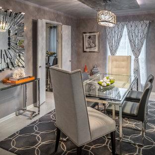 Ispirazione per una sala da pranzo aperta verso la cucina minimalista di medie dimensioni con pareti grigie e pavimento con piastrelle in ceramica