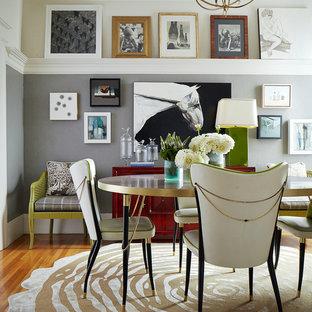 Mittelgroßes Eklektisches Esszimmer ohne Kamin mit grauer Wandfarbe, hellem Holzboden und braunem Boden in San Francisco