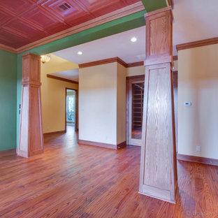 Inspiration pour une très grand salle à manger ouverte sur la cuisine craftsman.