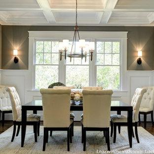 Foto de comedor de estilo americano, de tamaño medio, con paredes grises y suelo de madera en tonos medios