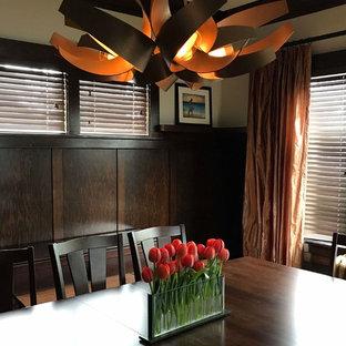 Ejemplo de comedor de estilo americano, grande, cerrado, con paredes blancas, suelo de madera en tonos medios, chimenea tradicional, marco de chimenea de ladrillo y suelo marrón